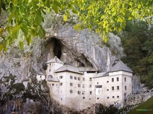 Postal: Castillo de Predjama (Eslovenia)