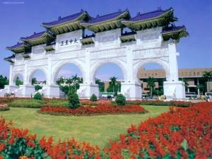 Postal: Puerta del Salón Conmemorativo de Chiang Kai-shek (Taipéi, Taiwán)