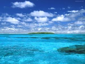 Postal: Isla en aguas azules