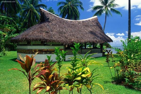Bungalow con tejado de paja