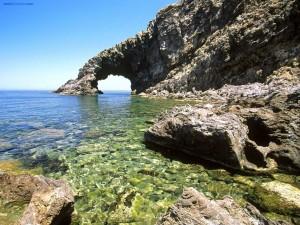 Arco del elefante (Isla Pantelaria, Italia)