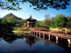 Postal: Lago del Pabellón Ryongwang (Seúl, Corea del Sur)