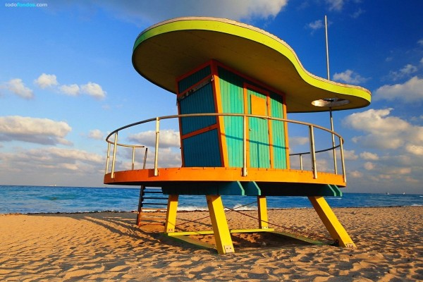 Puesto de socorrista en South Beach (Miami Beach, Florida)