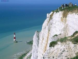 Faro y acantilado del Cabo Beachy (Inglaterra)