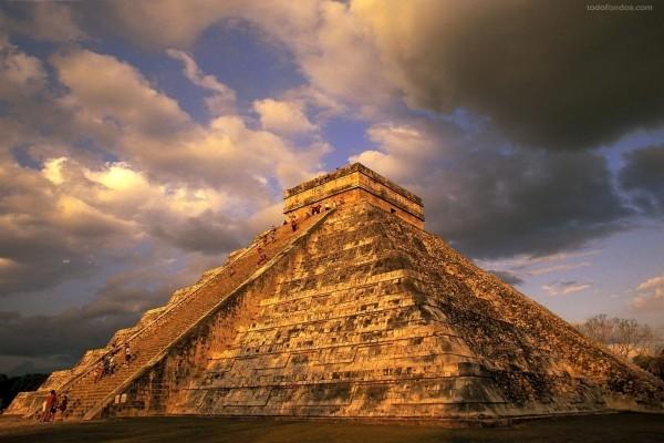 Antiguas ruinas mayas (Chichén Itzá, México)