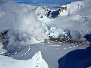 Fumarola en el Monte Redoubt (Alaska)