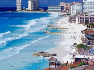 Postal: Línea costera de Cancún, México
