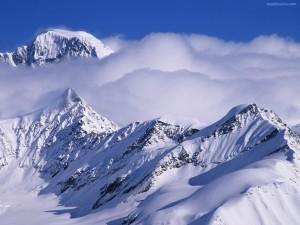 Postal: Nubes sobre la montaña