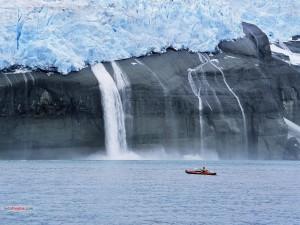 Piragüismo cerca del hielo