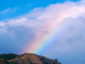 Postal: Arco íris sobre las nubes