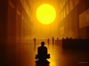 Postal: Sentado frente al Sol