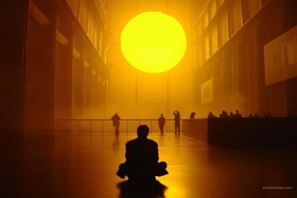 Sentado frente al Sol