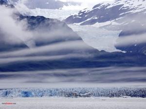 Postal: Nubes en las montañas heladas