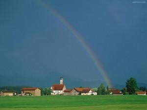 Postal: Arcoíris sobre un cielo azul
