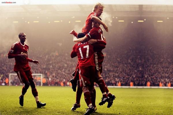 Jugadores del Liverpool celebrando un gol