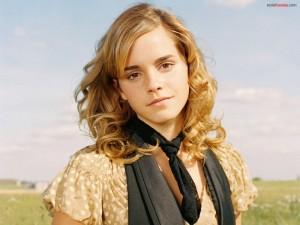 Emma Watson con cara angelical
