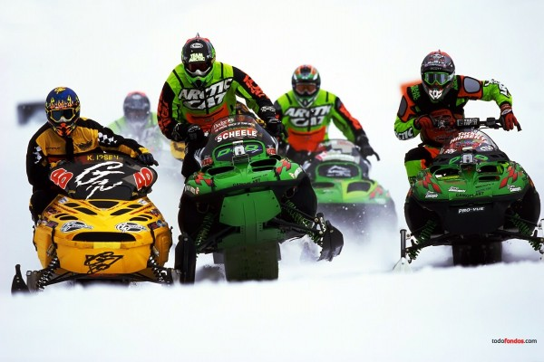 Carrera de motos de nieve