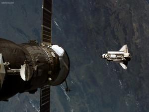 Satélite sobre el transbordador espacial