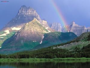 Postal: Lago, montaña y arcoíris