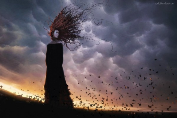 Chica de negro con el pelo largo en un día ventoso