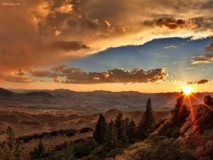 Puesta de Sol tras las montañas