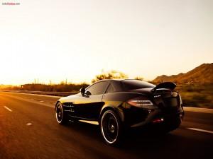 Postal: Mercedes SLR negro