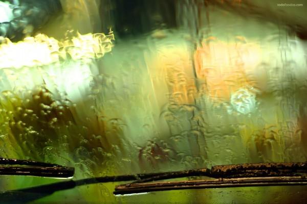 Lluvia sobre el parabrisas