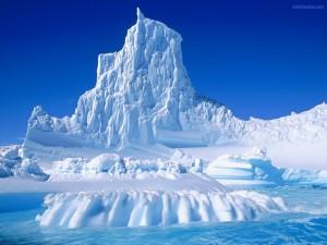 Postal: Iceberg en punta