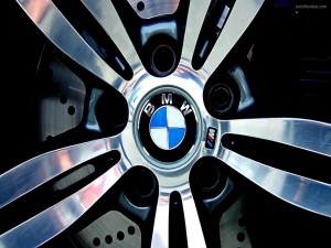 Postal: Llanta de un BMW