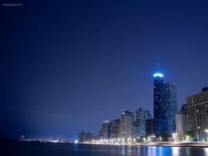 Ciudad costera de noche