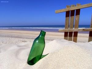 Postal: Botella en la arena