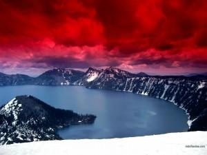 Postal: Cielo rojo sobre un lago