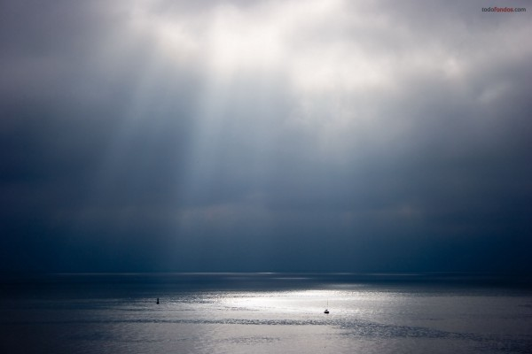 Cielo nublado sobre el mar