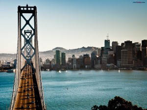 Postal: Largo puente a la ciudad