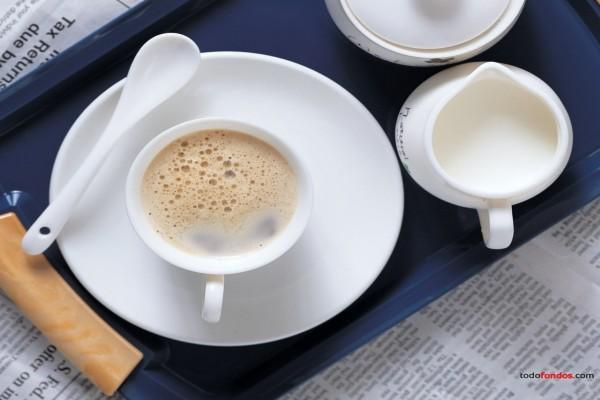 Un café con leche para leer el periódico