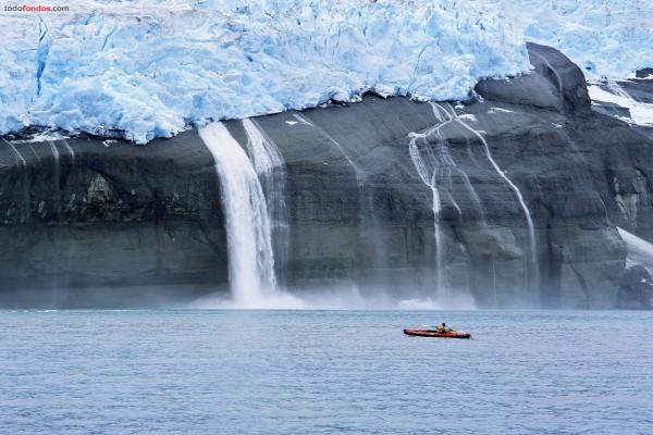 Kayak cerca del deshielo