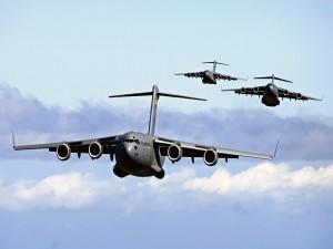 Postal: Bombarderos volando en grupo