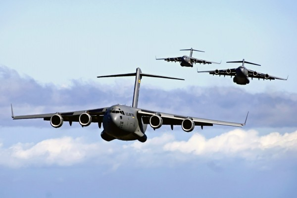 Bombarderos volando en grupo