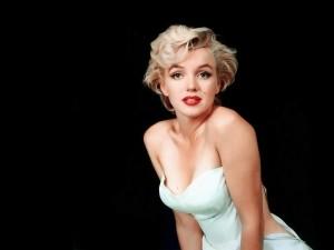 Postal: Marilyn, rubia con vestido blanco