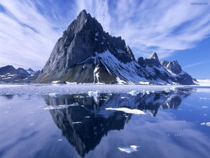 Postal: Reflejos en aguas heladas