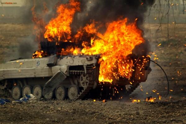 Tanque en llamas