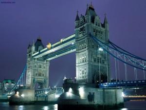Puente de la Torre, de noche