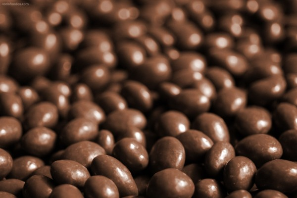 Cacahuetes bañados en chocolate