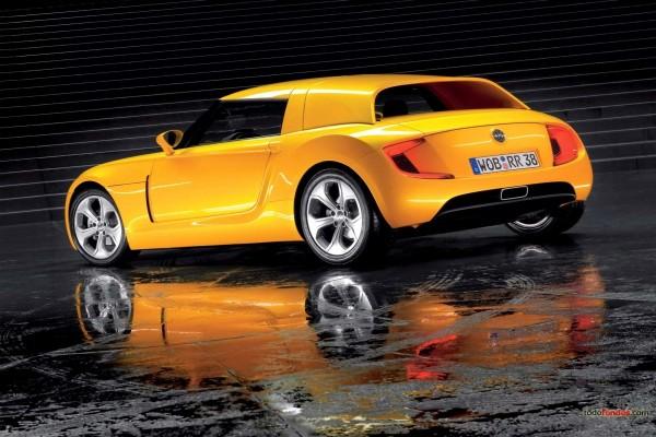 Un bonito Volkswagen amarillo