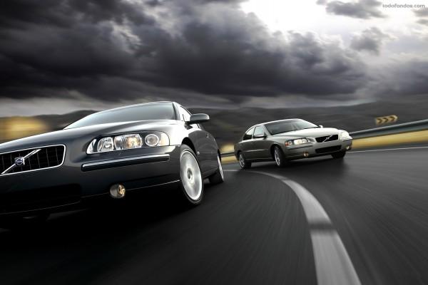 Un par de automóviles Volvo
