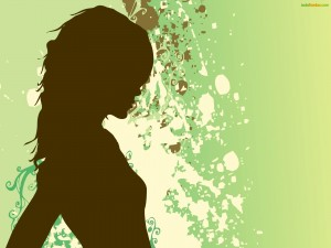 Mujer sobre fondo verde
