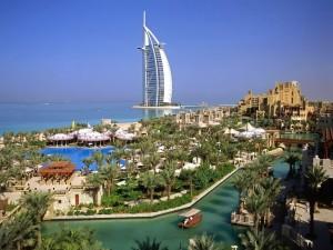 Postal: Dubái, con el Burj Al Arab de fondo