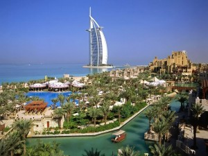 Dubái, con el Burj Al Arab de fondo