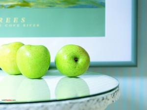 Manzanas en una mesita