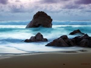 Playa de agua espumosa